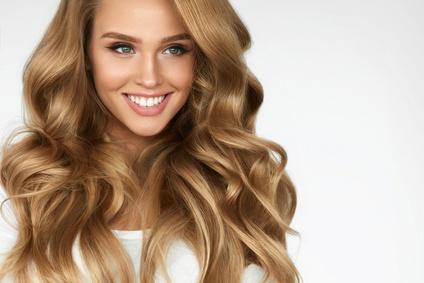 Jak działają rozjaśniacze do włosów